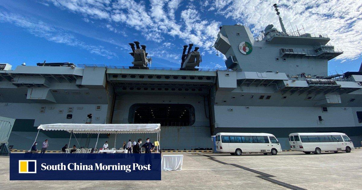 British warship halts Singore amid British efforts to re-establish presence in Asia