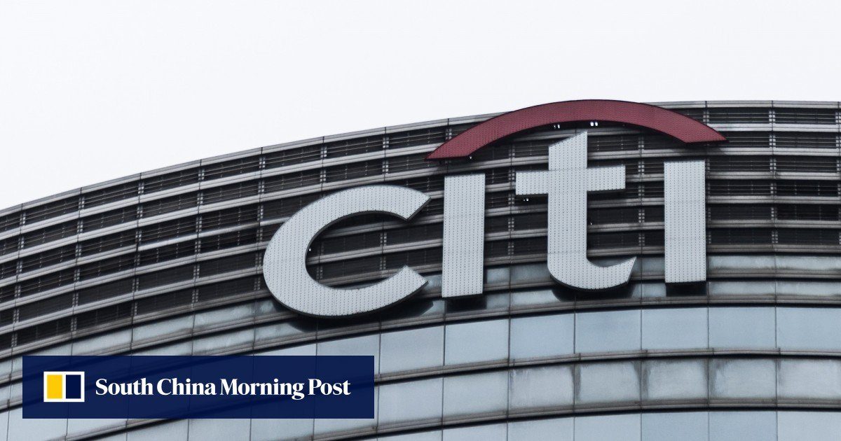 Citigroup is hiring up to 500 wealth management staff in Hong Kong as it restricts consumer banking in 13 markets in Europe and Asia