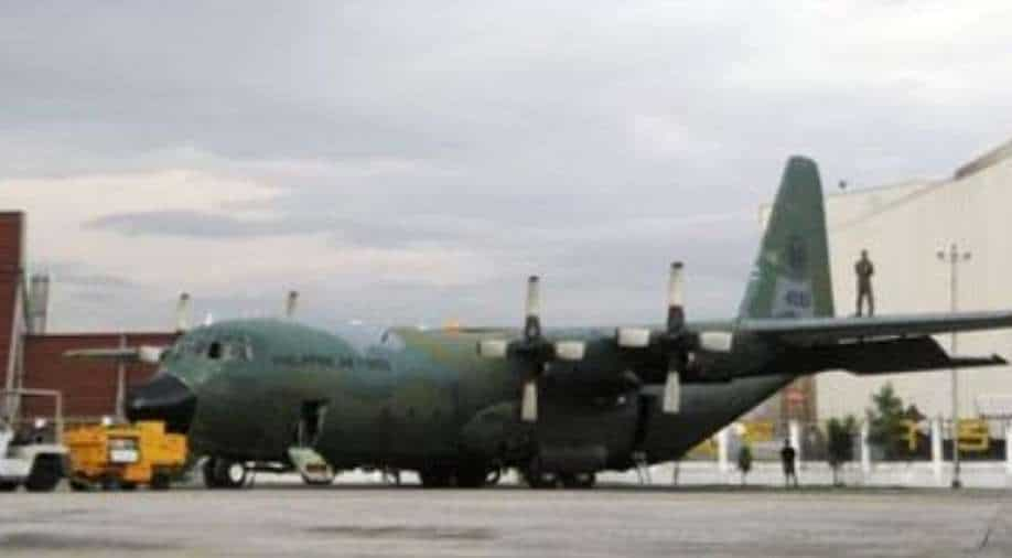 Philippine military plane crashes with 85 people;  40 saved