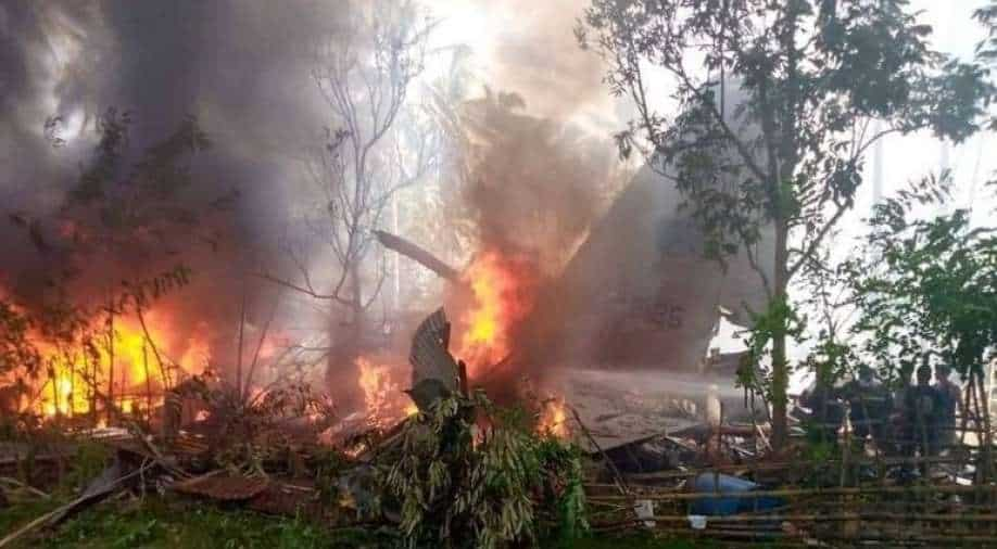 Philippine military plane crashes with 92 people;  40 rescued, 29 dead