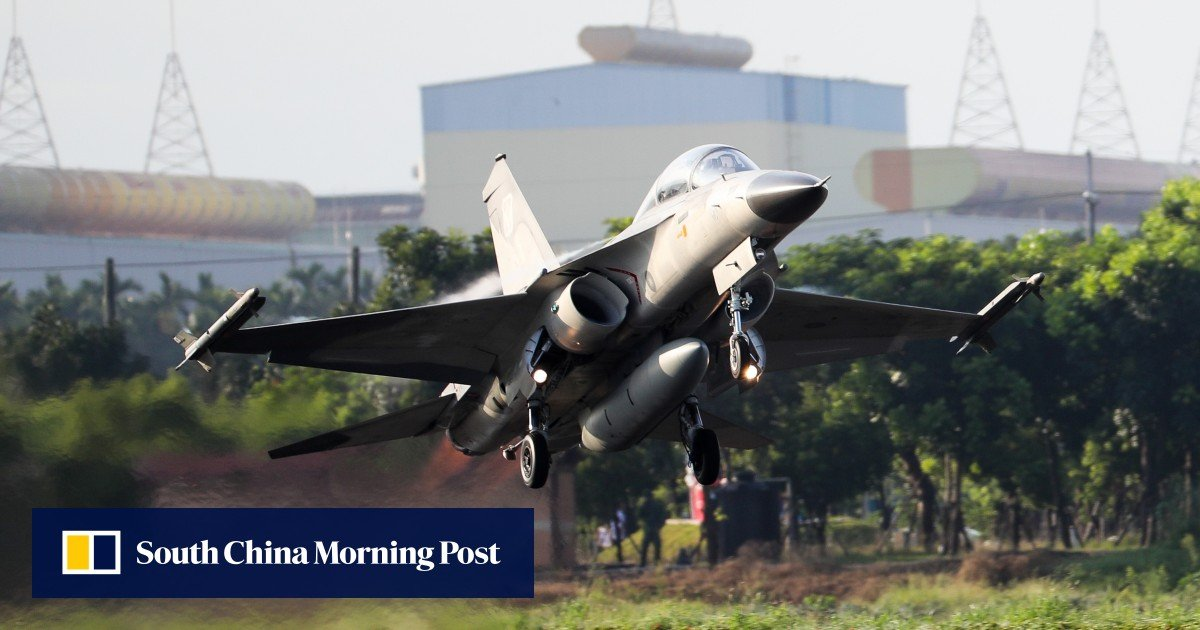 Fighter jets test road-to-runway strategy in Taiwan war games