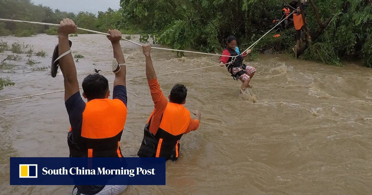 The tropical cyclone Kompasu causes deaths, landslides and floods in the Philippines